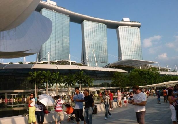The iconic Marina Bay Sands in the background